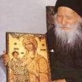 Св. старец Порфириј Кавсокаливиски: Човек може да биде свет каде и да се наоѓа